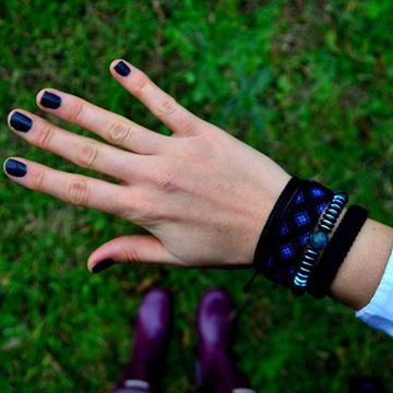 Black Loves Blue resmi