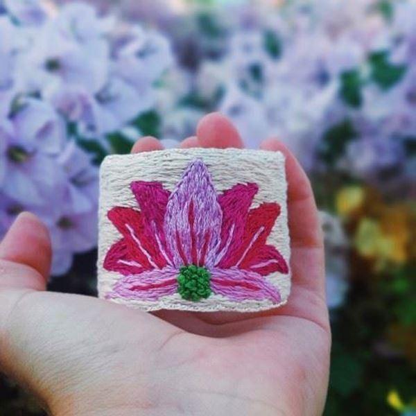 Mis Ellerden / Pembe Lotus resmi